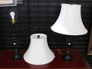 PAIR OF TABlE lAMPS 27