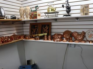lARGE QUANTITY OF COPPER ITEMS