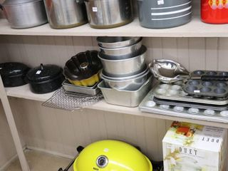 GROUP OF ROAST PANS AND MUFFIN TRAYS ETC