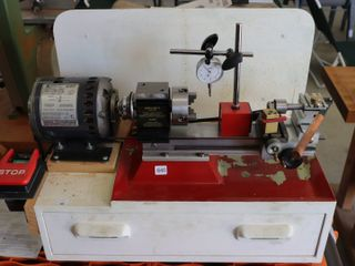 TABlE TOP MICRO lATHE MODEl 4500 WITH ACCESSORIES