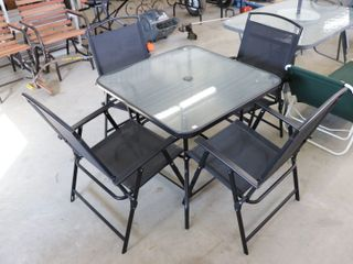 GlASS TOP PATIO TABlE WHITH 4 FOlDING CHAIRS