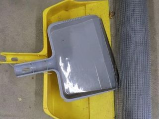 2 lARGE DUST PANS AND PlASTIC MESH