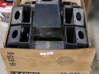 BOX OF 2 X4  PlASTIC BRACKETS