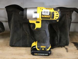 DEWAlT 12V IMPACT WITH BATTERY  CHARGER AND BAG
