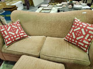 Pair of Matching Throw Pillows  Approx  18 x18