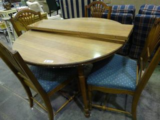 Very Nice Wood Dining Table with Extra leaves and 4 Chairs with Blue Polka Dot Cushions