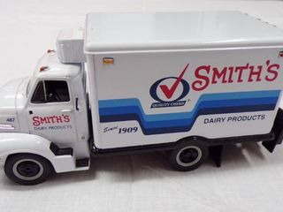 DIE CAST TRUCK   SMITH S DAIRY PRODUCTS