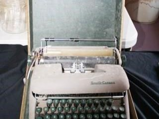 Portable Typewriter in Case 131 2  x 131 2  x 6