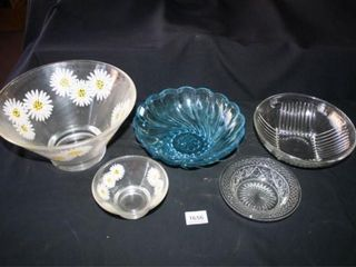Serving Bowls  Daisy chip and dip  blueIJ