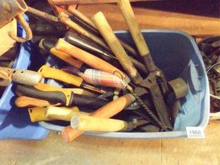 Yard Hand Tools   1 Tub
