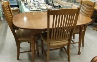 Maple Tone Dining Room Table   Chairs