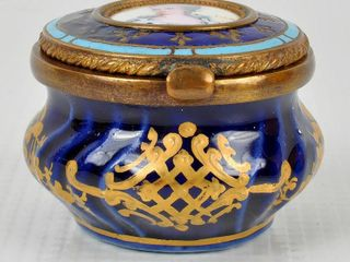 Victorian Hand Painted  lidded Snuff Pill Box