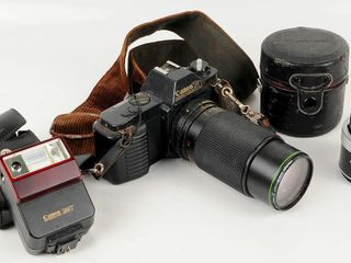 Canon T50 35mm SlR Camera with Accessories