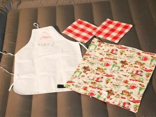 Casserole Carrier  Apron and 2 Pot Holders