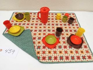 Vintage Tupperware Picnic Set   19 pc dishes quilt