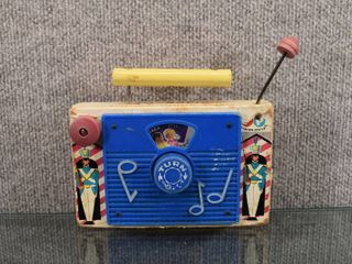 Vintage Fisher Price TV Radio   Fisher Price Toy Co   6  x 7