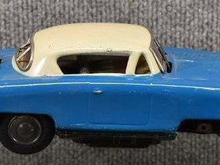 Vintage Japanese Battery Operated Tin Toy Car   Made in Japan   6