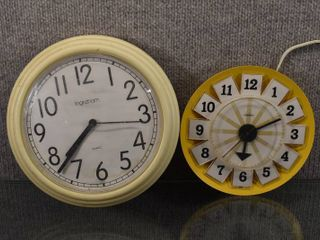 lot of 2 Vintage Retro Clock Corded   Quartz Battery Operated Clock   Sunbeam   Ingraham   Battery works  Unable to test other    7    n9