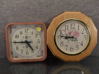 lot of 2 New Haven Wall Clocks   New Haven   Turns On    12