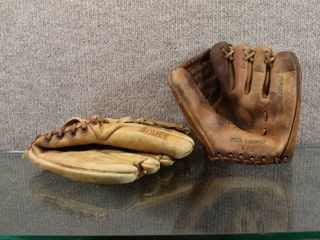 lot of 2 Town   Country   Hawthorne Baseball Glove   S2  60 4075
