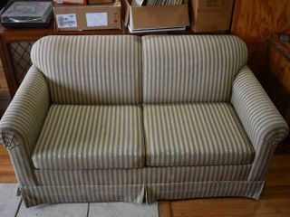 Pull out love Seat   lOCAl PICKUP ONlY