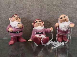 lot of 3 The Three Dwarfs Hand Painted Figures Snow White s Pearls   6  Tall