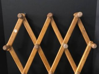 Wooden Accordion Hanger