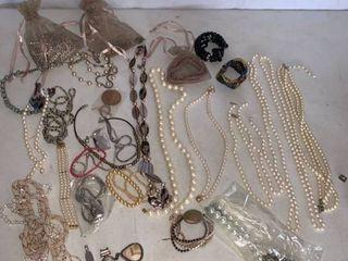 lot of Jewelry Necklaces Pendants