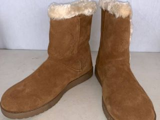 Women s Daniah Suede Winter Boots   Universal Thread Chestnut  Brown  11