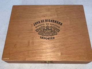 Churchill Joys De Nicaragua Wood Cigar Box