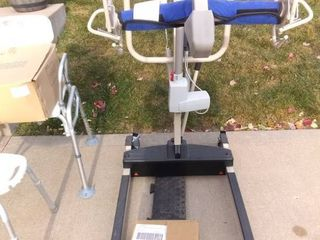 Invacare Reliant 450 Hoist In Excellent Condition With Full Body Mesh Sling
