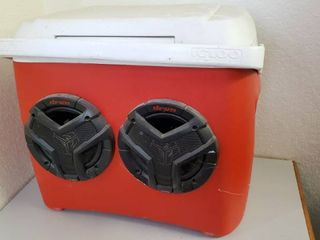 Red Igloo Cooler With Speakers  Needs New Battery