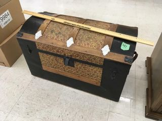 sm trunk, w/tray, leather handle inside