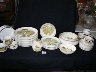 Denby Pottery Style Dinnerware  36 Pieces