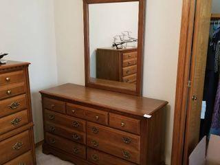 Broyhill dresser with mirror  dresser 30 1 2 x 54 x 19  mirror 47 x 30
