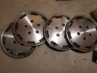 Wheel covers 16  set of 4 and jack