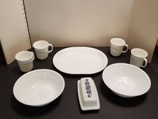 Assorted Corelle dinnerware