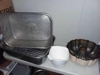 Roaster Pan with lid and Corningware Sauce Maker and Bundt Cake Pan