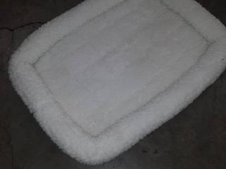 24l Inch White Fleece Dog Bed or Cat Bed w  Comfortable Bolster  Ideal for Small Dog Breeds   Fits a 24 Inch Dog Crate  Easy Maintenance Machine Wash   Dry  1 Year Warranty