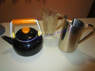 TEA KETTlE   PITCHERS