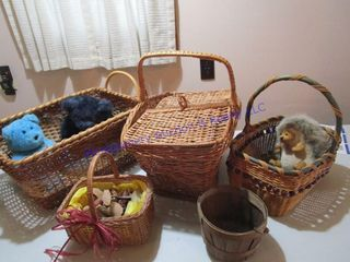 WICKER BASKETS CONTENTS