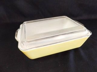 Pyrex Yellow Ovenware with lid
