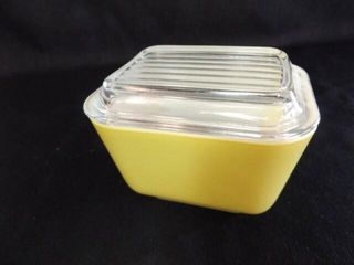 Pyrex Yellow 1 2 Cup Dish with lid