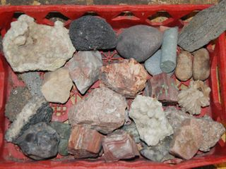 lot of Decorative Rocks   Really Pretty ones here  Nice Find  Rock lot