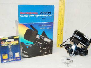 Vintage Video light  Stay Cool  Arkon  w  bulb in package