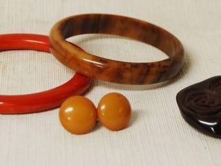 lot of Vintage Bakelite Jewelry See Photos