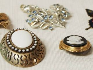 lot of Vintage Jewelry Cameos   Brooches   HTF