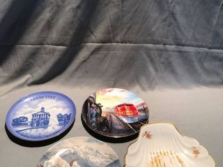 lot of 4 Decorative Plates location Shelf 3