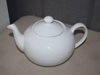 Fitz   Floyd Everyday White Teapot 40 ounce