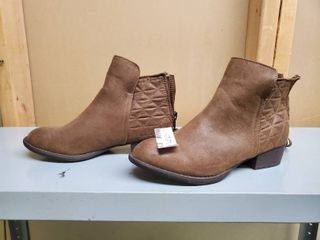 Size 6 Brown Womens Boots